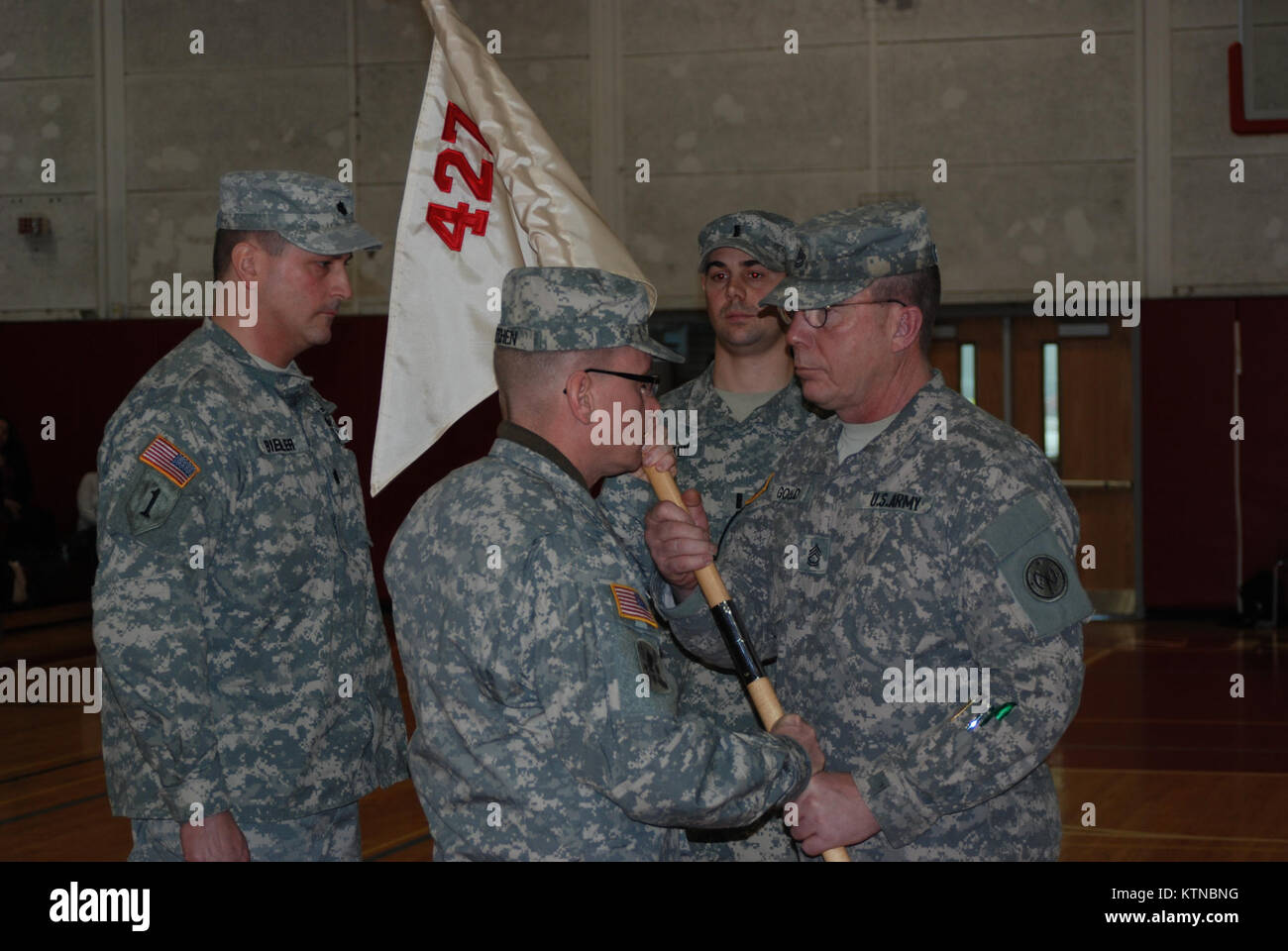 Attirant Steven Kitchen Transfers The Guidon Of Company E 427th Brigade Support  Battalion To Lt. Mark Colloton During Change Of Command Ceremonies On  Sunday, Jan.