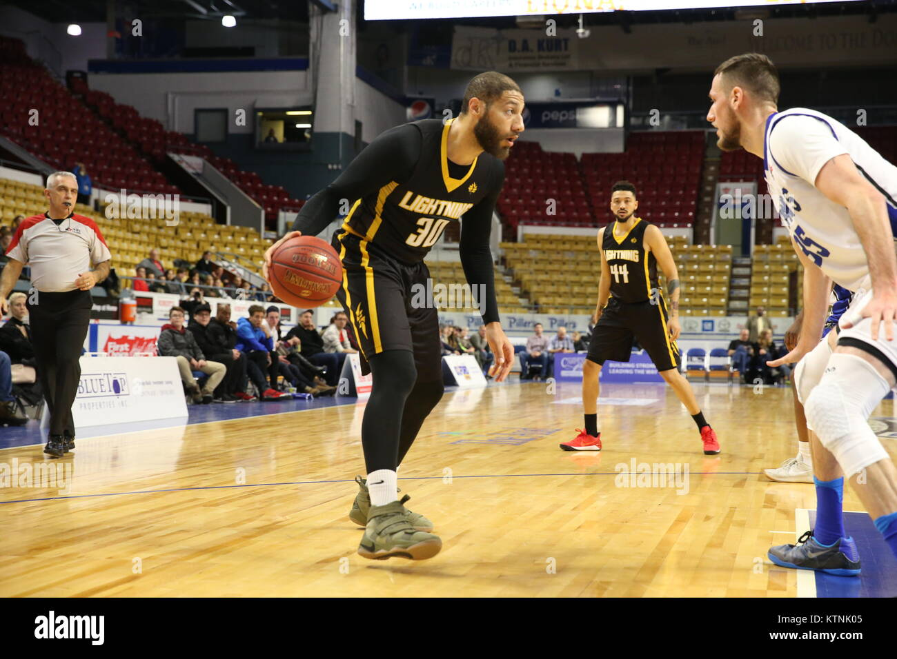 London, Canada. 26th Dec, 2017. Kitchener, Ontario, Canada, Dec 26th 2017 London lightning VS KW Titans at the Aud - Stock Image