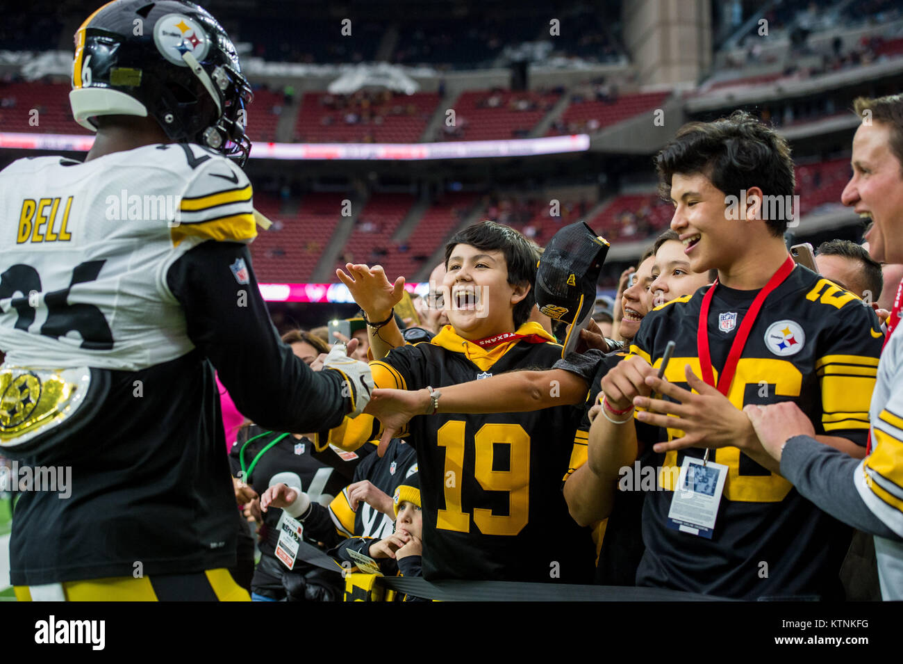 a0d5b48cca9 Pittsburgh Steelers Fans Stock Photos & Pittsburgh Steelers Fans ...