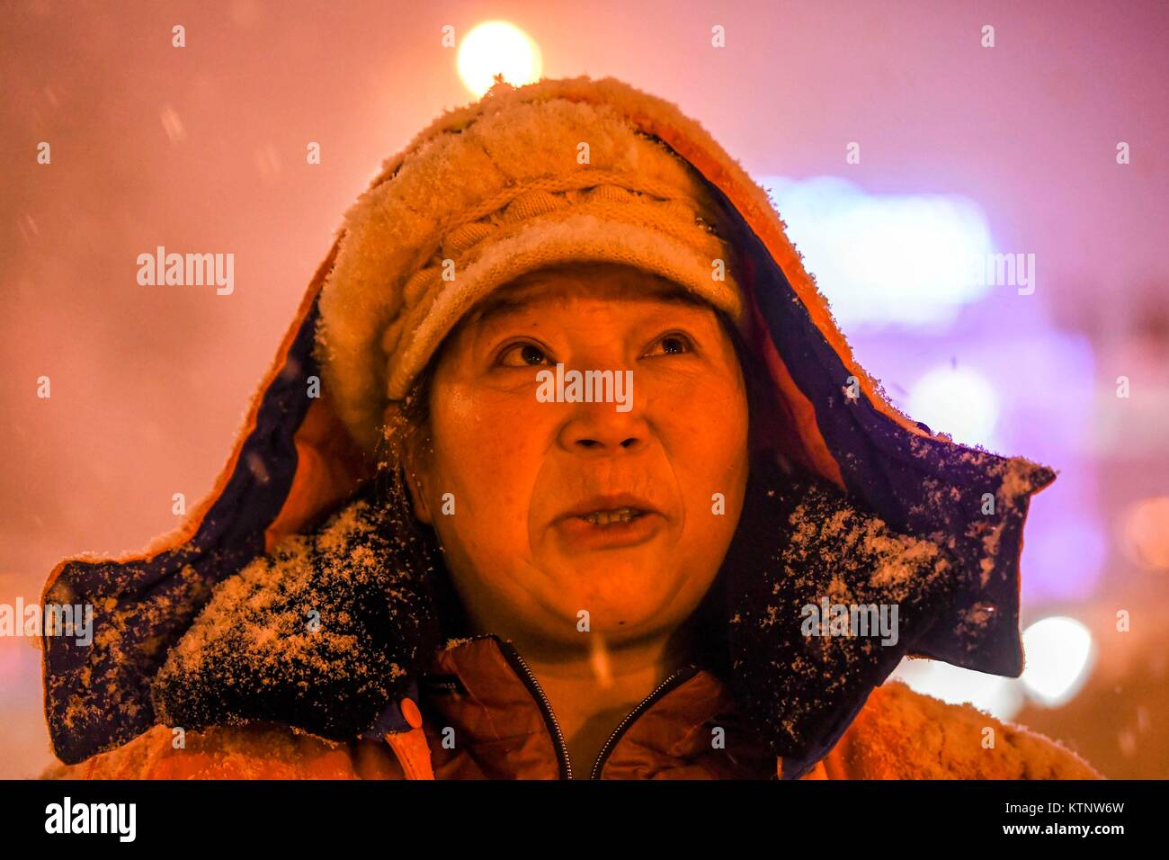 Urumqi, China's Xinjiang Uygur Autonomous Region. 28th Dec, 2017. Cleaner Li Fengying clears snow in the early - Stock Image