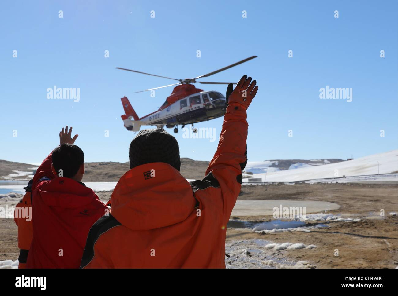 b749a194d3d Zhongshan Station. 27th Dec, 2017. Members of China's Antarctic expedition  at the Zhongshan Station welcome other researchers from the icebreaker  Xuelong in ...