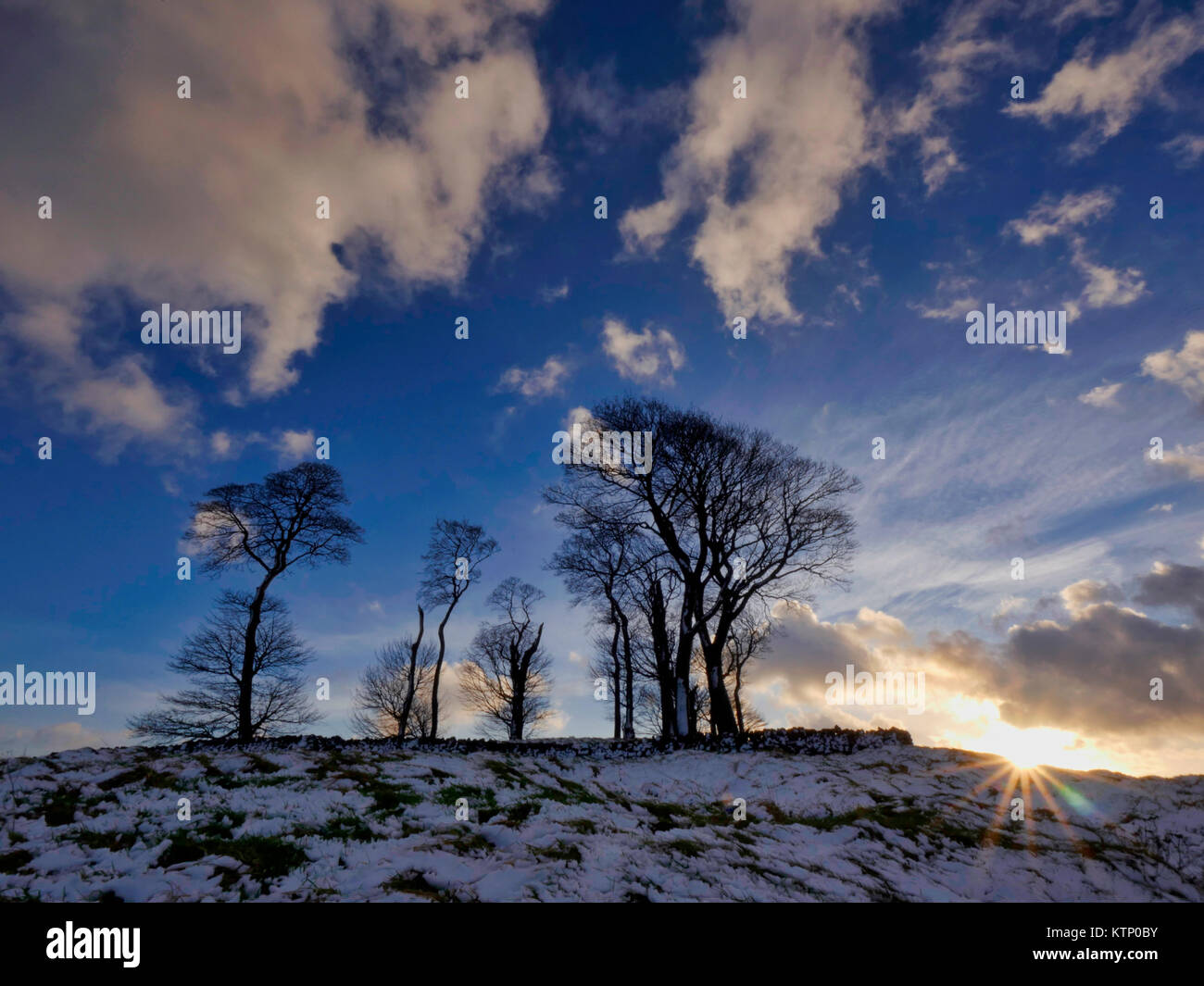Moat Low, Derbyshire. 28th Dec, 2017. UK Weather: Moat Low Derbyshire spectacular sunset over the snow capped BronzeStock Photo