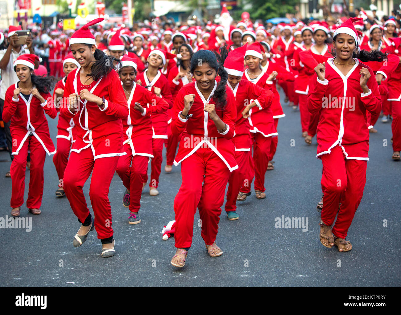 Buon Natale Thrissur.Girls Wearing Santa S Clothes Performimg Flash Mob Participating In