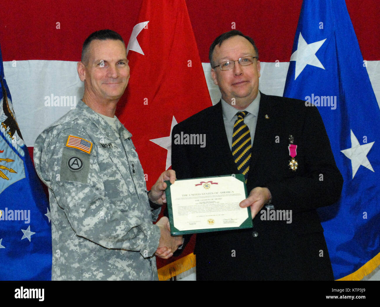 LATHAM , NY - Maj. Gen. Patrick Murphy, The Adjutant General of New York State (left), poses with Col. (ret) Eric Stock Photo