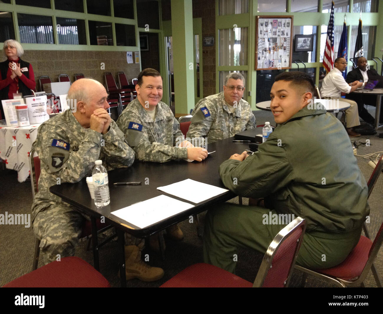 STEWART AIR NATIONAL GUARD BASE--Members of the New York Guard's 56th Brigade assisting Marine Corps Reserve - Stock Image