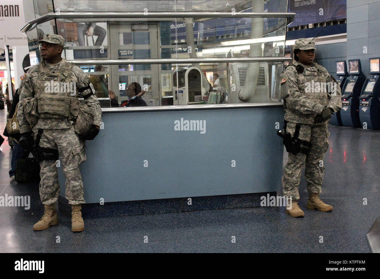 New York Army National Guard Soldiers from Joint Task Force Empire Shield help provide security support at New York Stock Photo