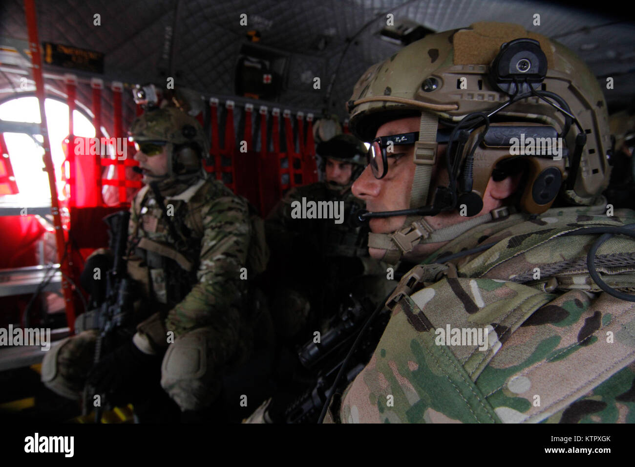 Air National Guard joint terminal air controllers from the 274th Air Support Operations Squadron prepare to disembark - Stock Image