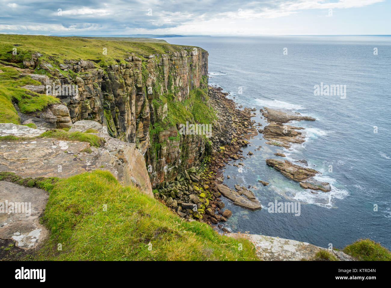 Scenic cliffs in Dunnet Head, in Caithness, on the north coast of Scotland, the most northerly point of the mainland - Stock Image
