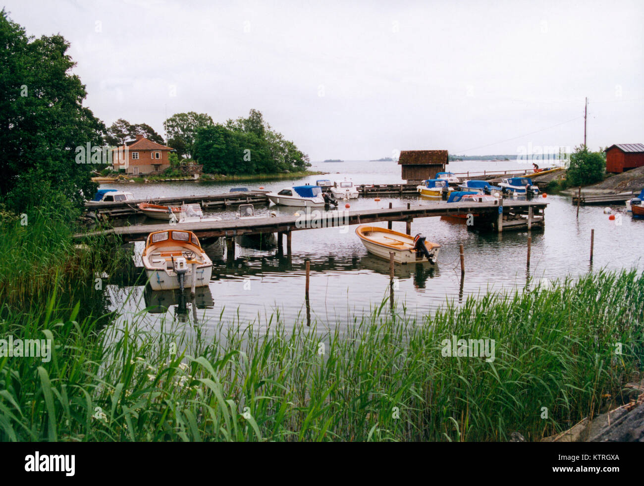 LEISURE BOATS at the pier in Stockholm`s northern achipelago Gräskö  2002 - Stock Image