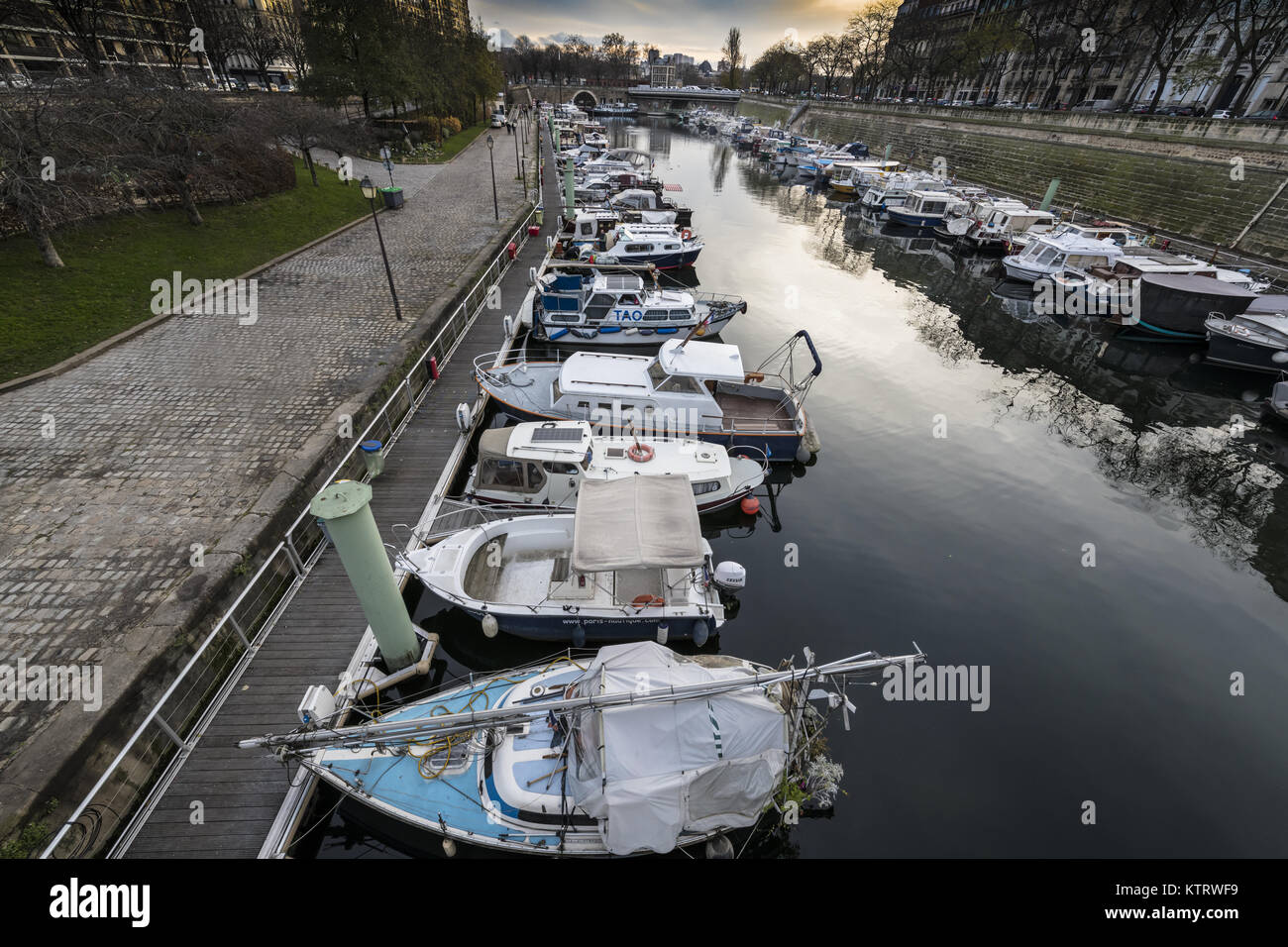 The Canal Saint-Martin is a 4.6 km (2.86 mi) long canal in Paris, connecting the Canal de l'Ourcq to the river - Stock Image