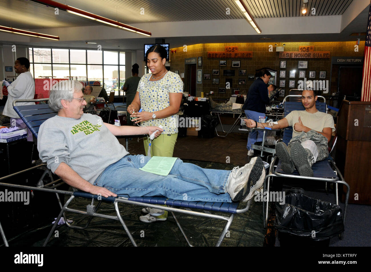 STEWART ANGB, N.Y. –Ed Buscemi, civilian technician, donating red blood cells via ALYX at the holiday blood drive, - Stock Image