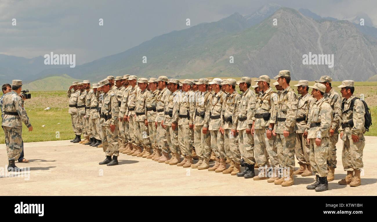Afghan Brig. Gen. Abdul Habib Sayed Khail, commander of the 5th Zone Afghan Border Police, addresses 6th Kandak - Stock Image