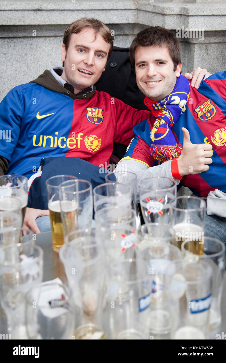 Barca fans in Trafalgar Square before the kick-off of the Champions League Final between FC Barcelona and Manchester - Stock Image