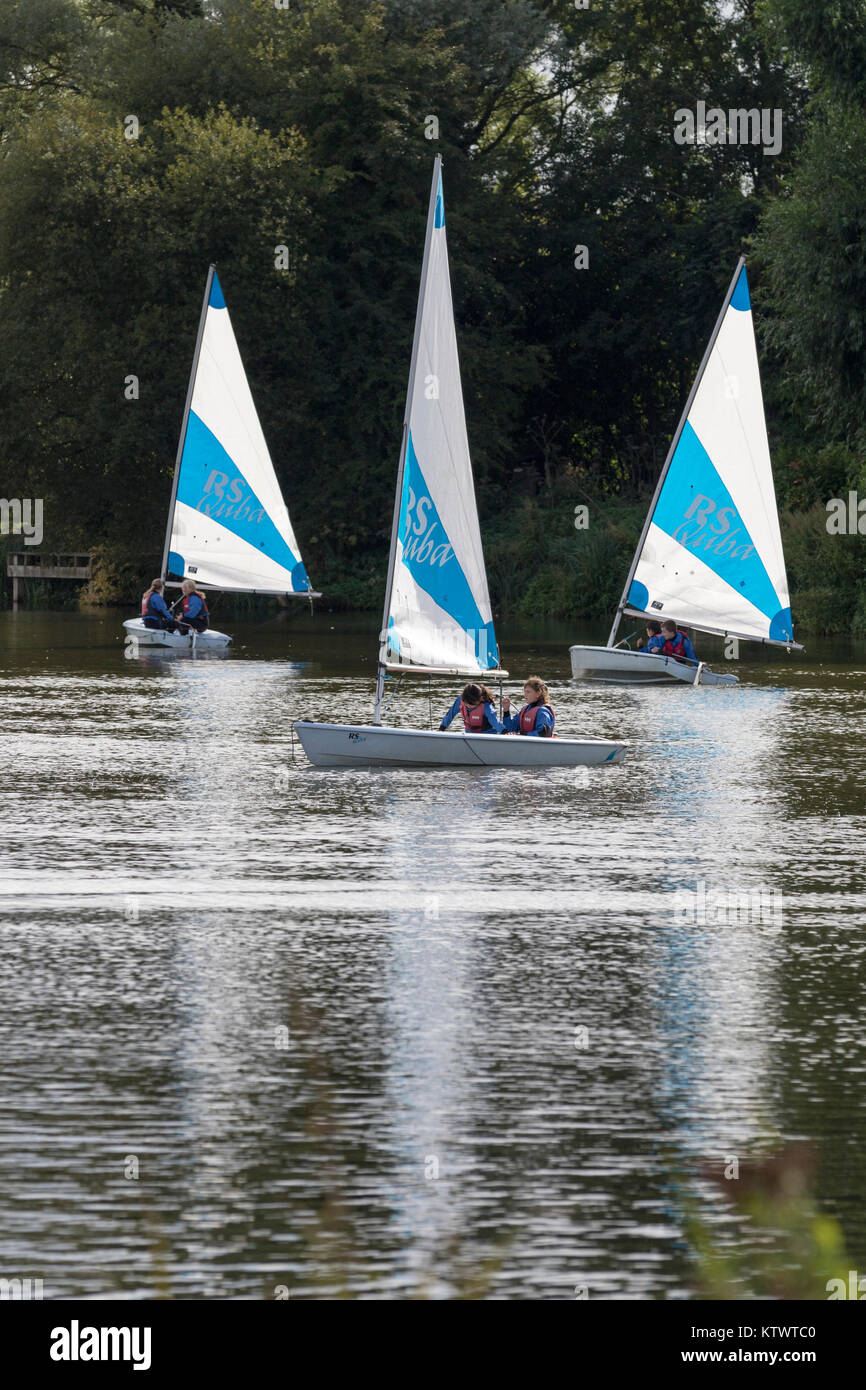 UK, Stanborough Park, children learning to sail dinghies on a lake. - Stock Image