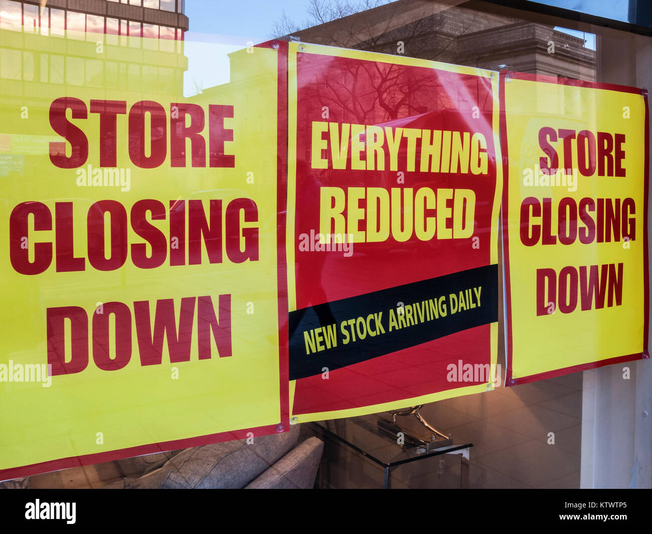 Store Closing Down, shop window poster - Stock Image