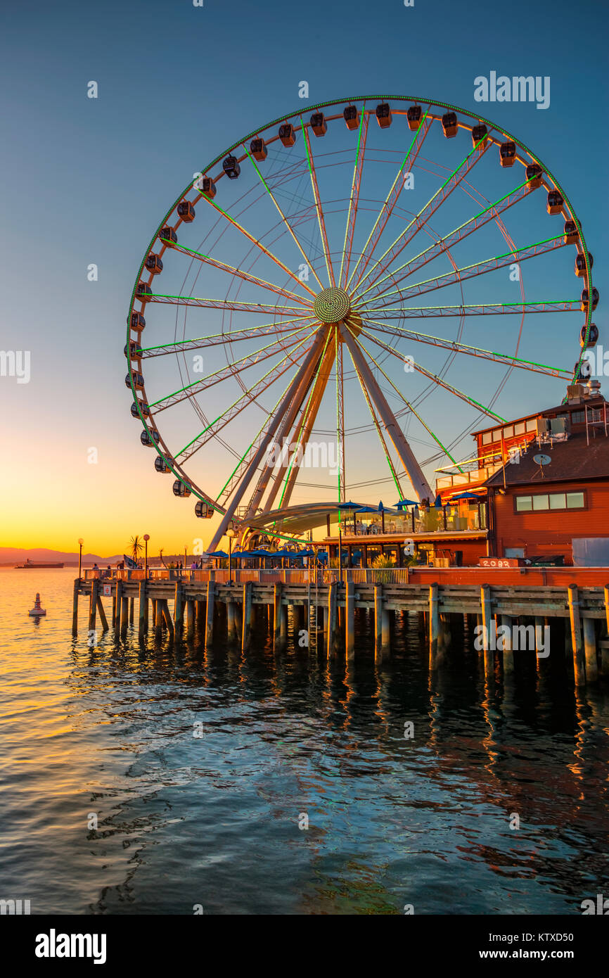 Seattle's Great Wheel on Pier 57 at golden hour, Seattle, Washington State, United States of America, North - Stock Image