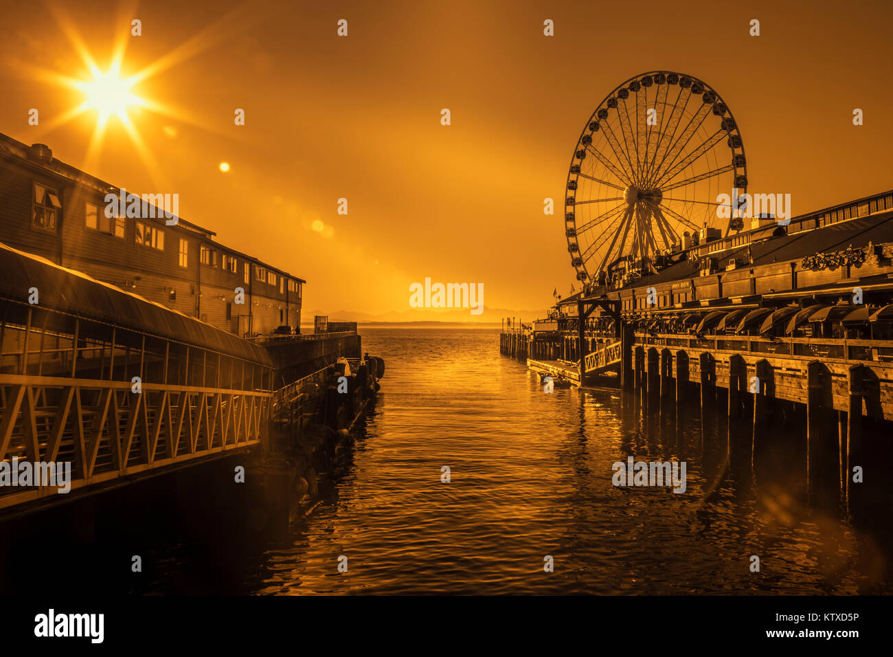 Seattle's Great Ferris Wheel at Pier 57, Seattle, Washington State, United States of America, North America - Stock Image