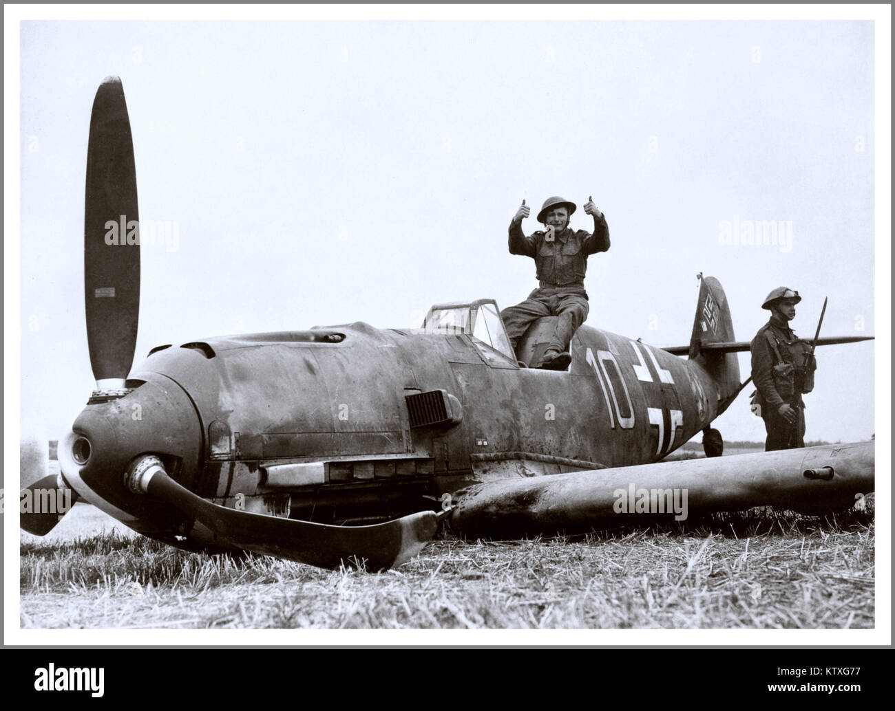 Soldiers pose with Messerschmitt Bf 109E-4 which crash-landed at East Langdon in Kent, 24 August 1940. The pilot, - Stock Image