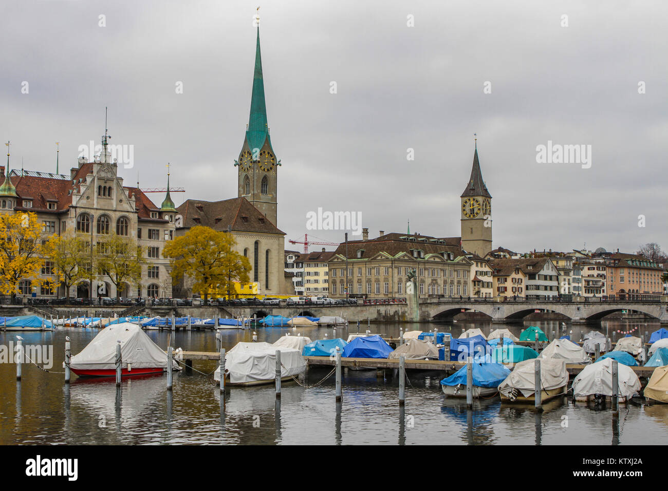 Stadthaus, Fraumünster Church and church St. Peter at Limmat river, old town of Zurich or Zürich, Switzerland - Stock Image