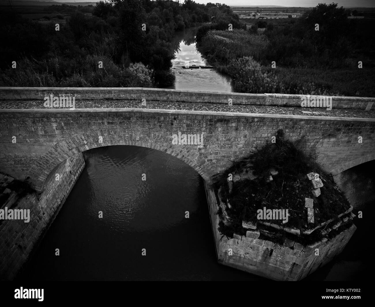 Roman bridge across the Ofanto river, Canosa di Puglia, Italy. - Stock Image