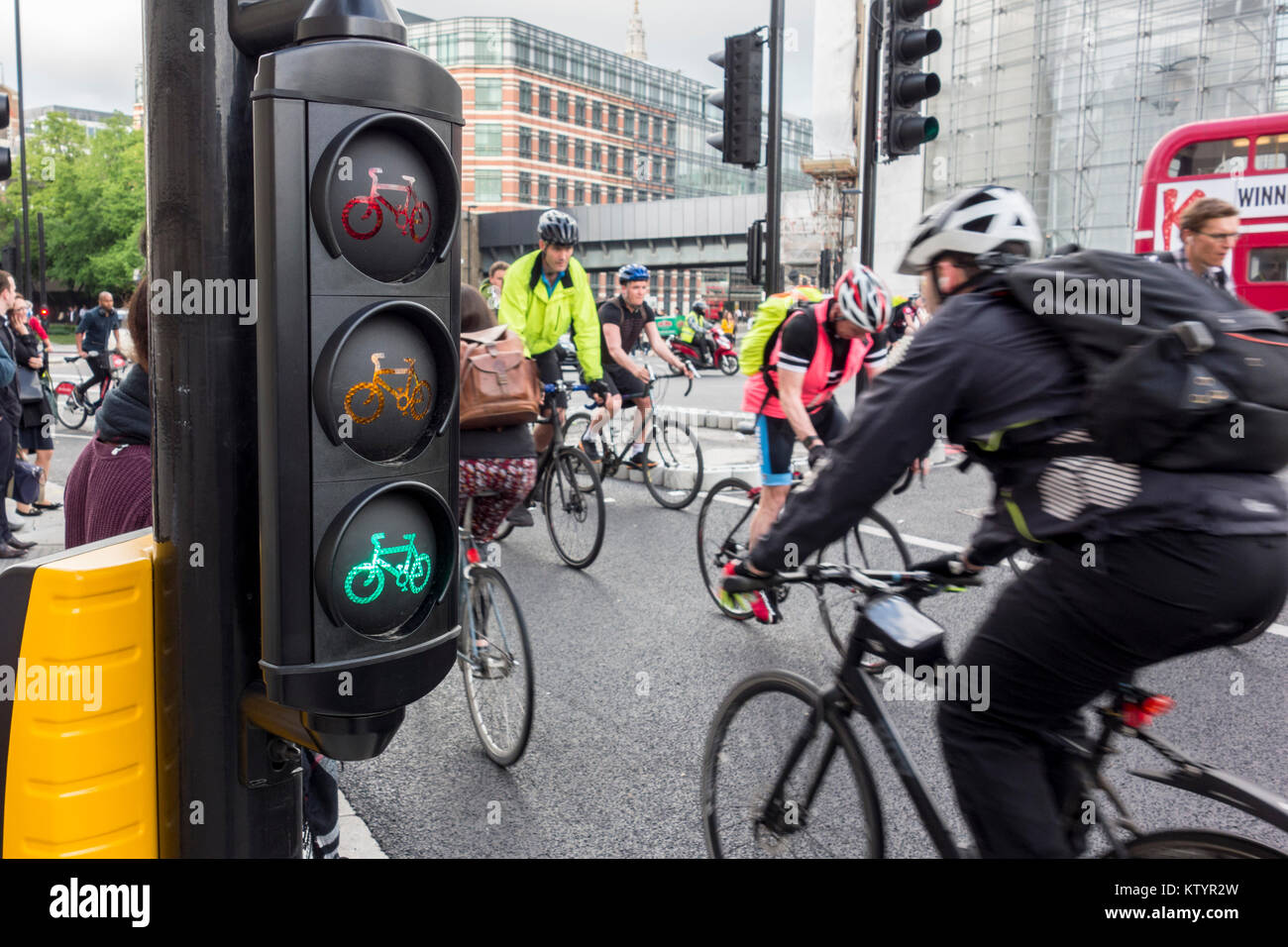 Cycle traffic lights and cyclists on North-South Cycle Superhighway / Cycle Superhighway 6, Blackfiars, City of - Stock Image