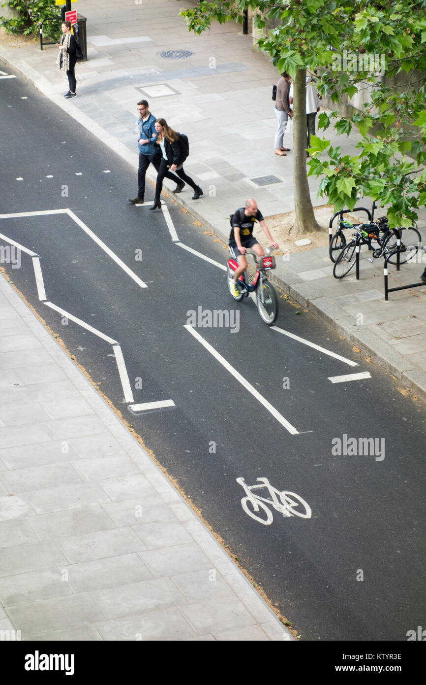 East-West Cycle Superhighway, Victoria Embankment cycle path. London, UK - Stock Image