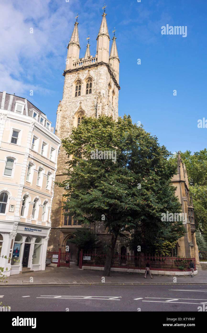 St Sepulchre's Church. 17th-century church, Holborn Viaduct, City of London, UK - Stock Image