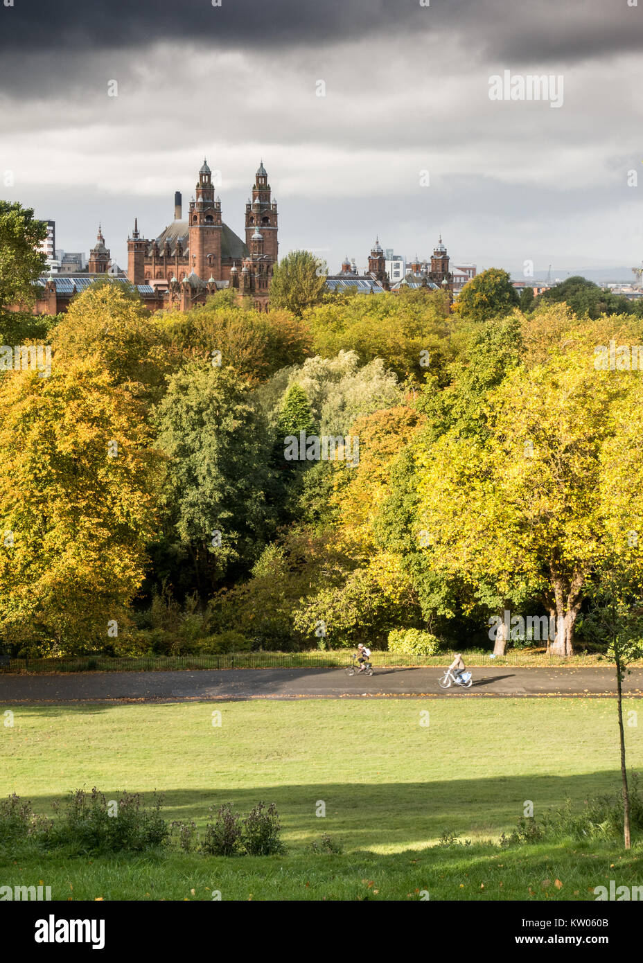 Glasgow, Scotland, UK - September 30, 2017: Cyclists ride through Kelvingrove Park in the west end of Glasgow on - Stock Image