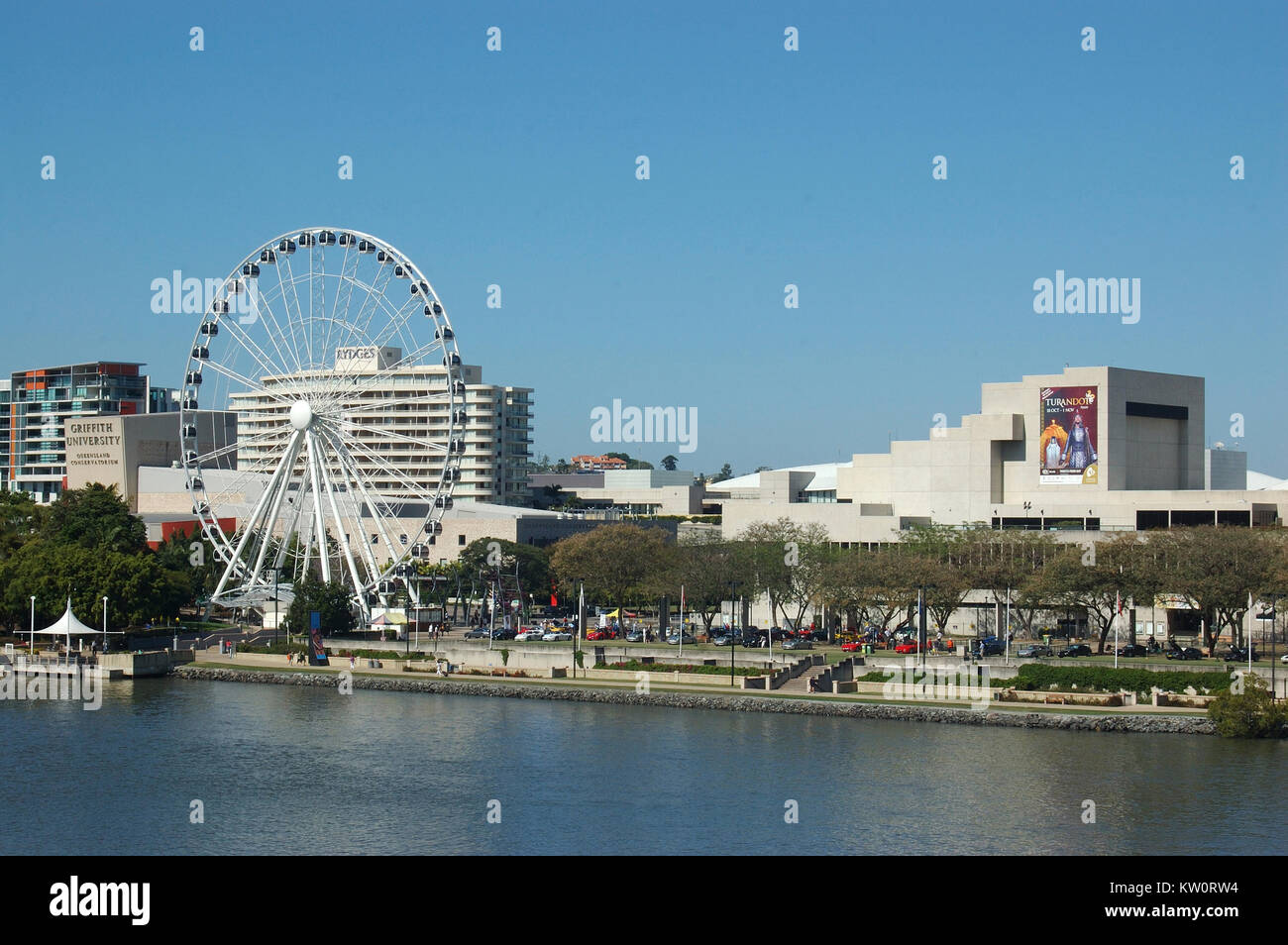 BRISBANE, AUSTRALIA, SEPTEMBER 29, 2008: Giant ferris wheel dominates the cultural centre on  September 29, 2008, - Stock Image