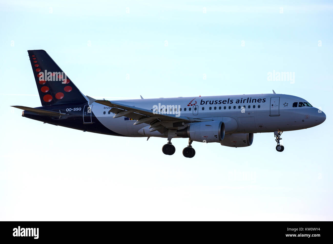 Brussels Airlines Airbus A319-112 OO-SSQ on approach to land. - Stock Image