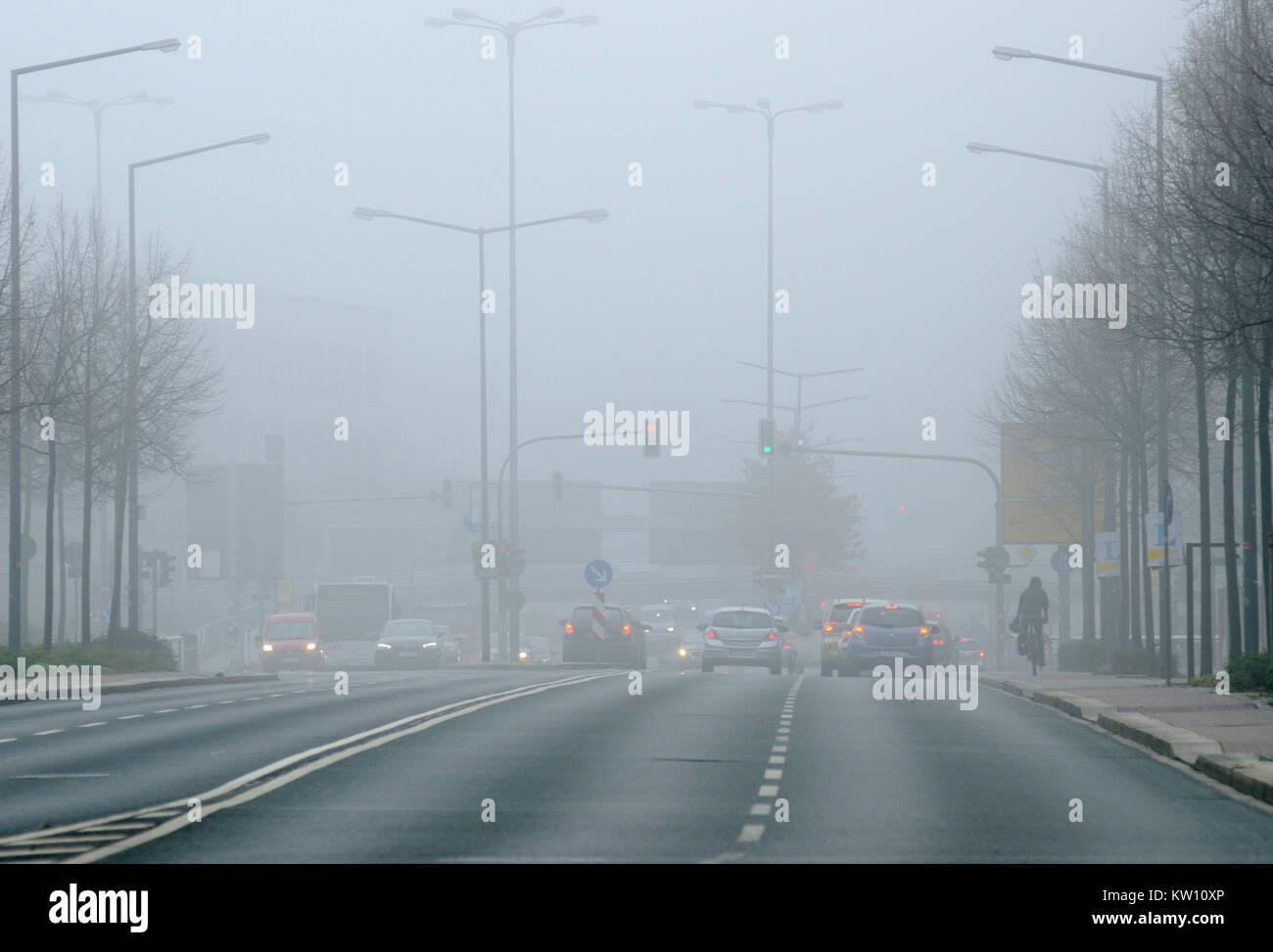 Traffic, difficult view terms, Strassenverkehr, schwierige Sichtbedingungen - Stock Image