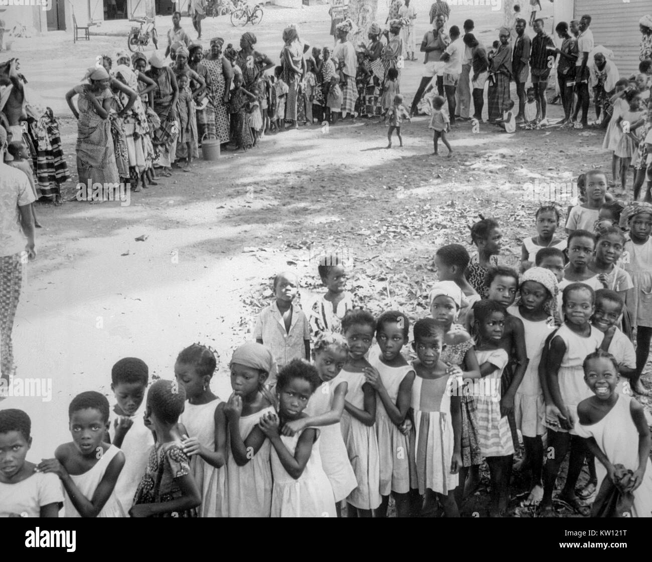 1969, People in Niger, West Africa awaiting a smallpox and measles vaccination. In 1979, the World Health Organization - Stock Image