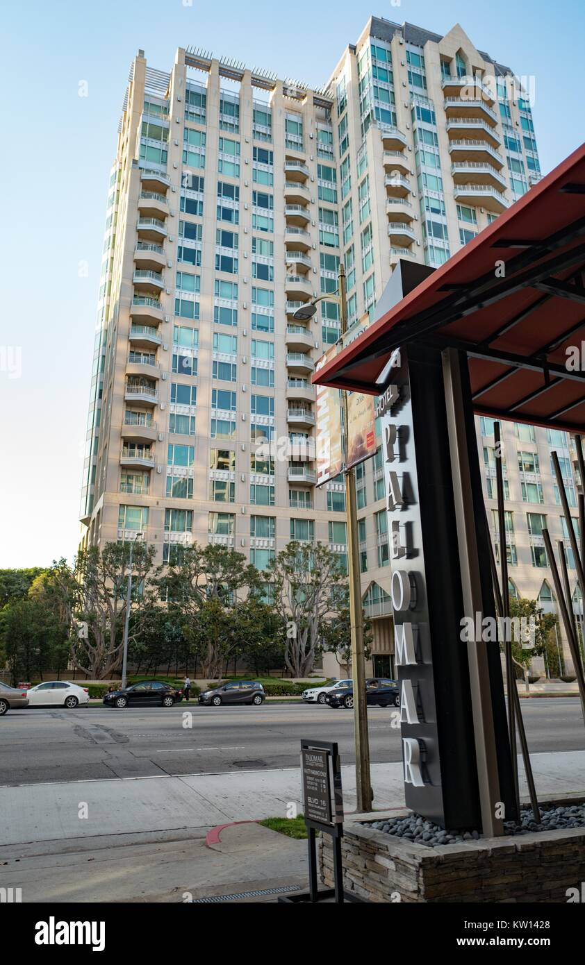Entrance to Kimpton Hotel Palomar Los Angeles at Beverly Hills, with the Remington apartment complex and Wilshire - Stock Image