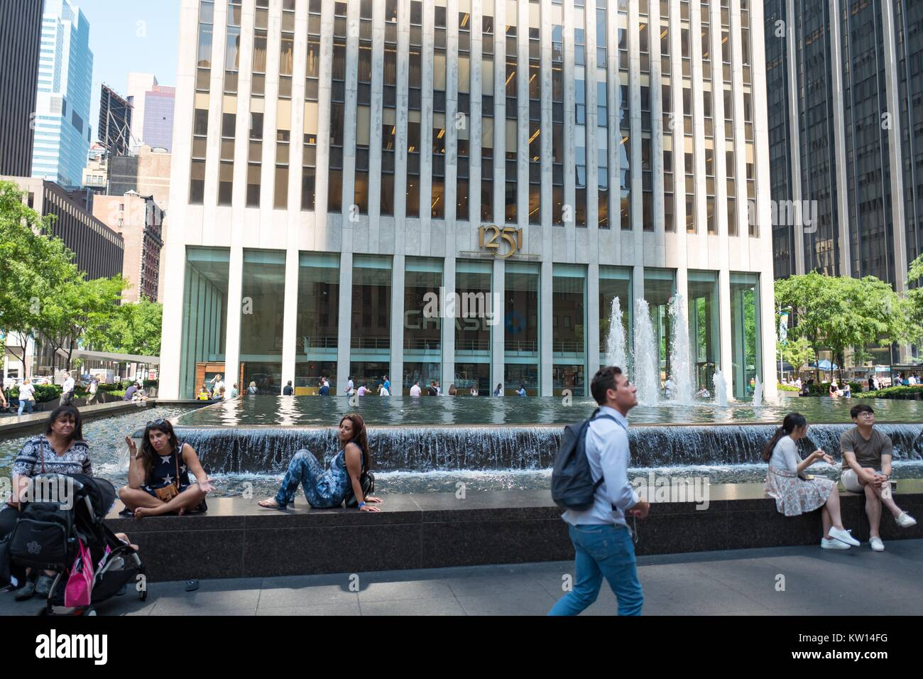 Tourists gather on a fountain outside the Manhattan headquarters of ...