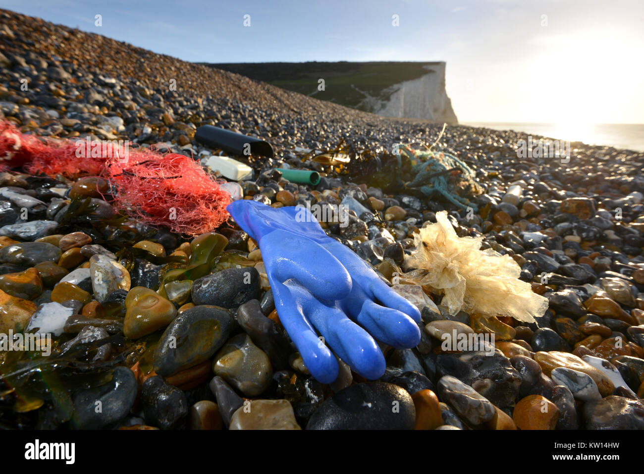Plastic and rubbish washed up on a beach near the iconic Seven Sisters chalk cliffs in southern England, Cuckmere - Stock Image