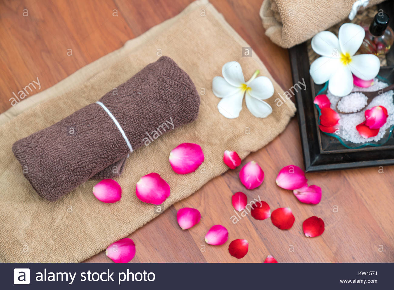 Spa Massage Compress Stock Photos  Spa Massage Compress Stock Images - Alamy-3111
