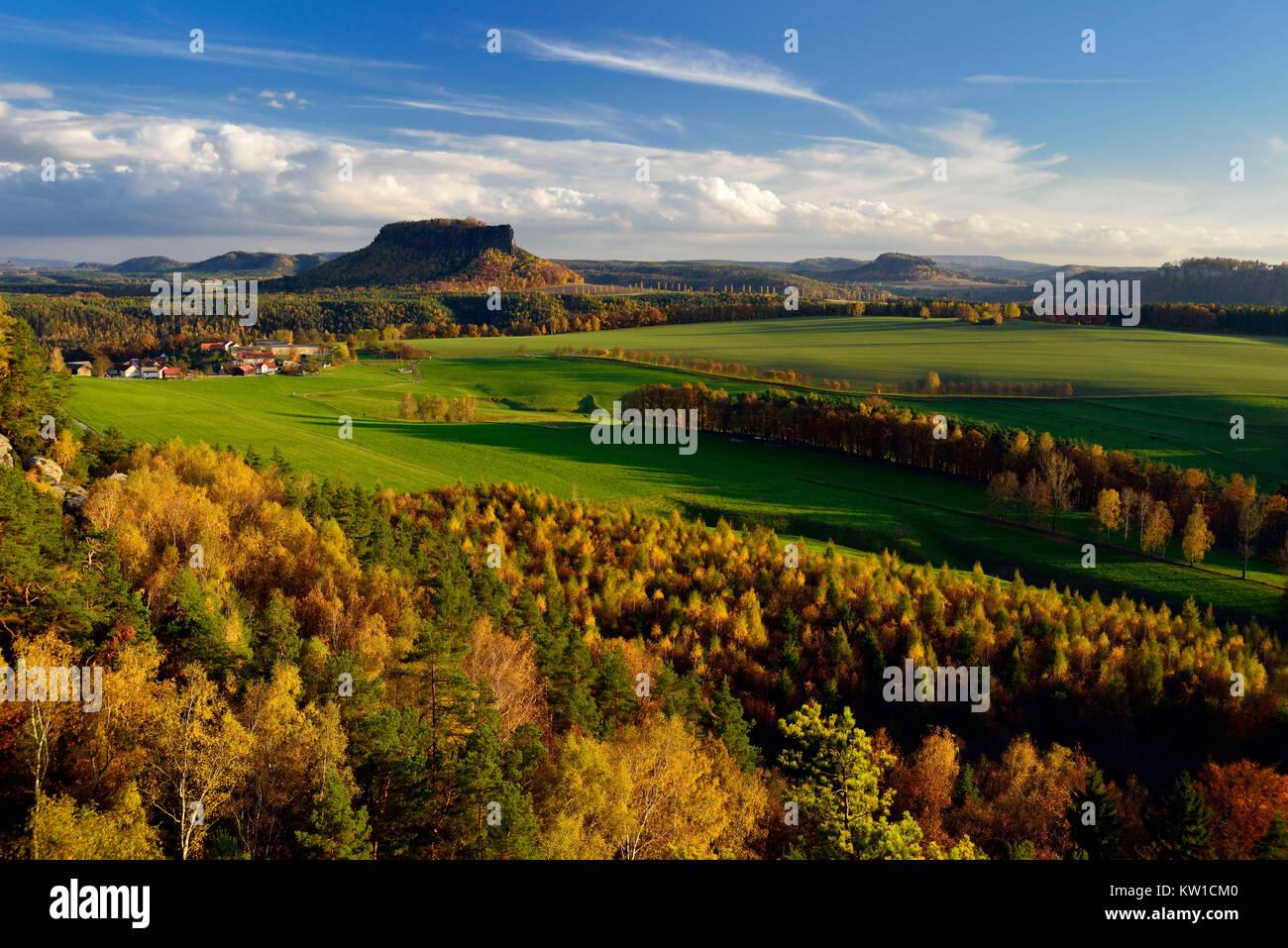 Ebenheiten und Tafelberg Lilienstein - Stock Image
