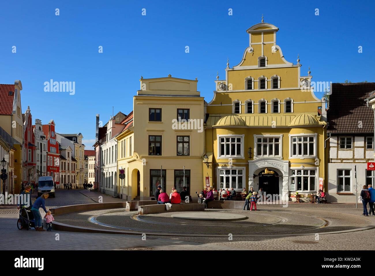 Wismar, hop market with former lion's chemist's shop, Hopfenmarkt mit ehemaliger Löwenapotheke - Stock Image