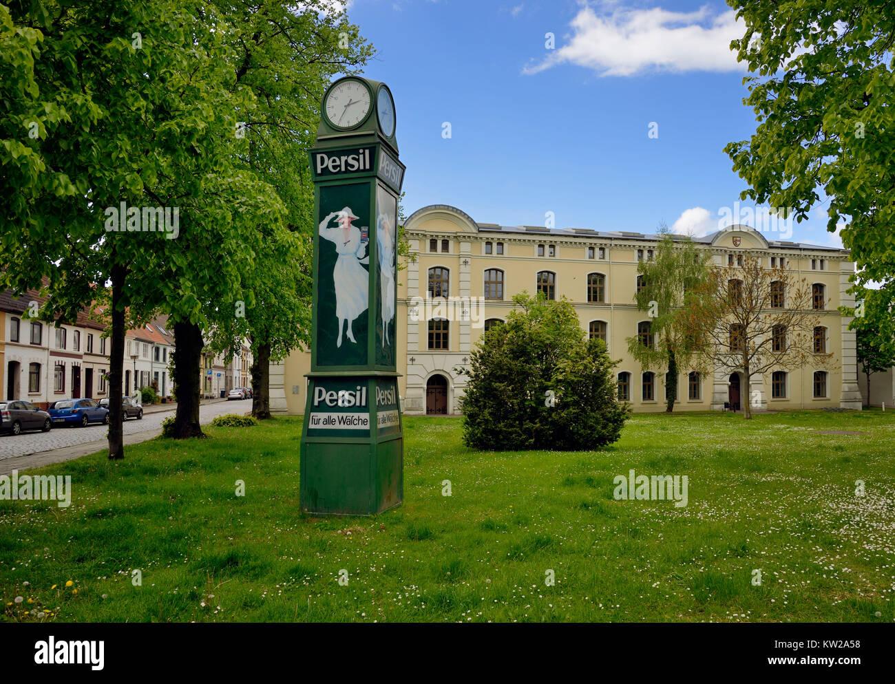 Wismar, Persiluhr and Royal Swedish provision house in M?hlenstrasse, Persiluhr und Königlich Schwedisches - Stock Image