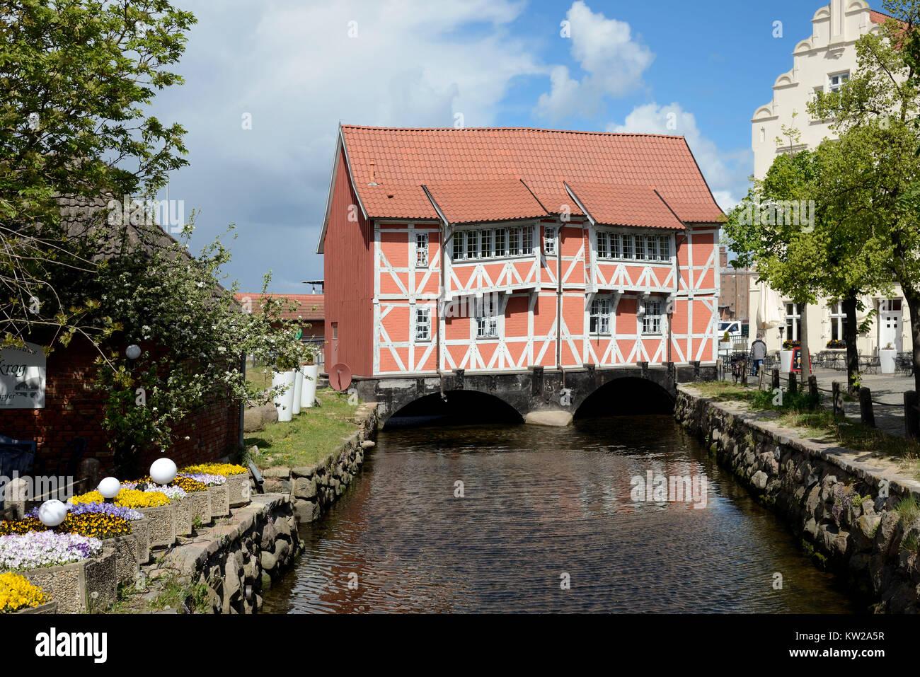 Wismar, half-timbered house Vault about historical round pit, Fachwerkhaus Gewölbe über  historischer - Stock Image