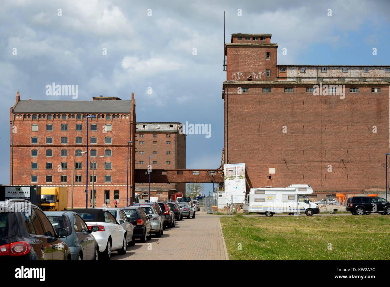 Wismar, historical memory buildings in the old harbour, historische Speichergebäude im Alten Hafen - Stock Image