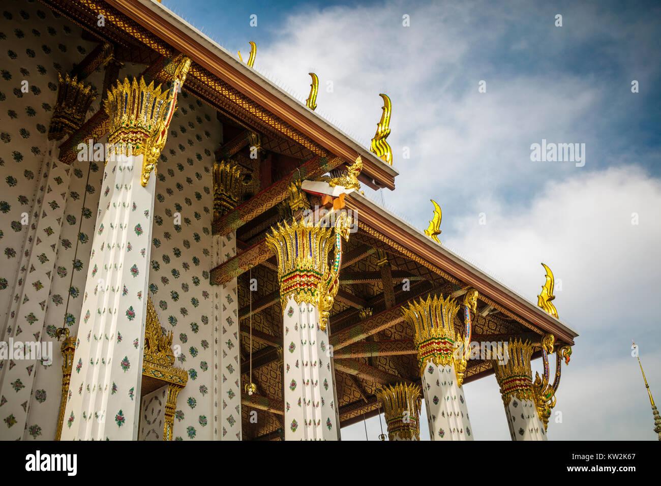 Roof detail, Wat Arun, Temple of the Dawn, Bangkok, Thailand. - Stock Image
