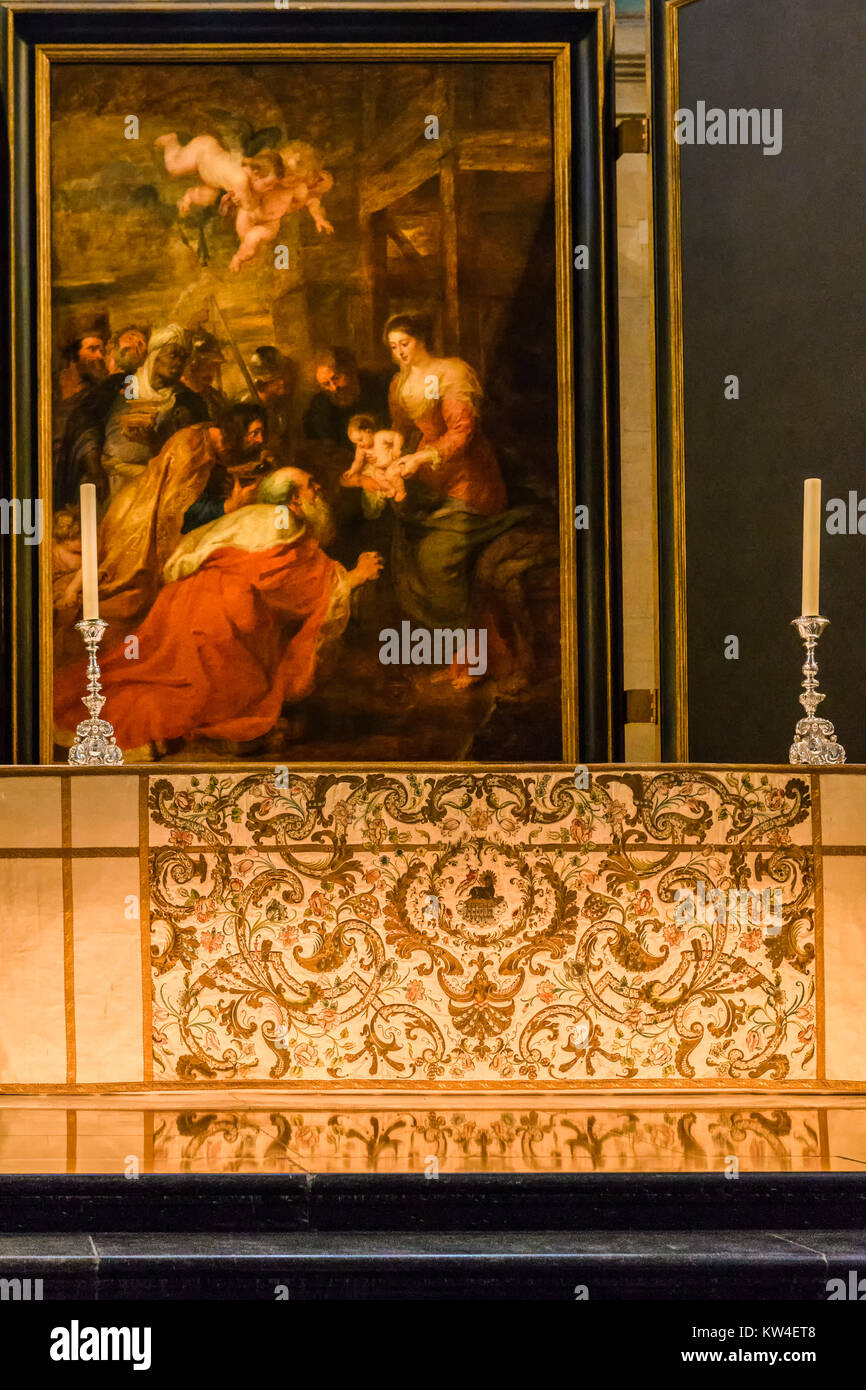 'Adoration of the magi' painting by Rubens behind the altar in the chapel at King's college, university - Stock Image