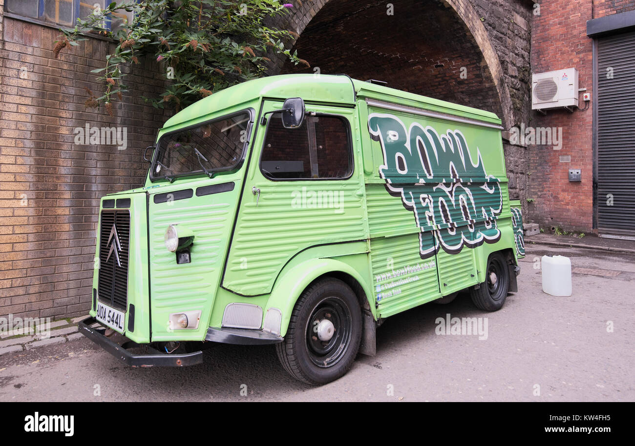The eye-catching green Bowl Food van being cleaned up in time for lunch outing. - Stock Image