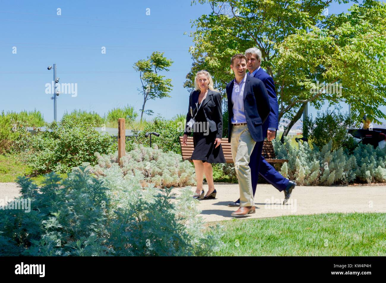 US Secretary of State John Kerry on the rooftop garden at Facebook headquarters with Facebook employees Brenda Tierney - Stock Image
