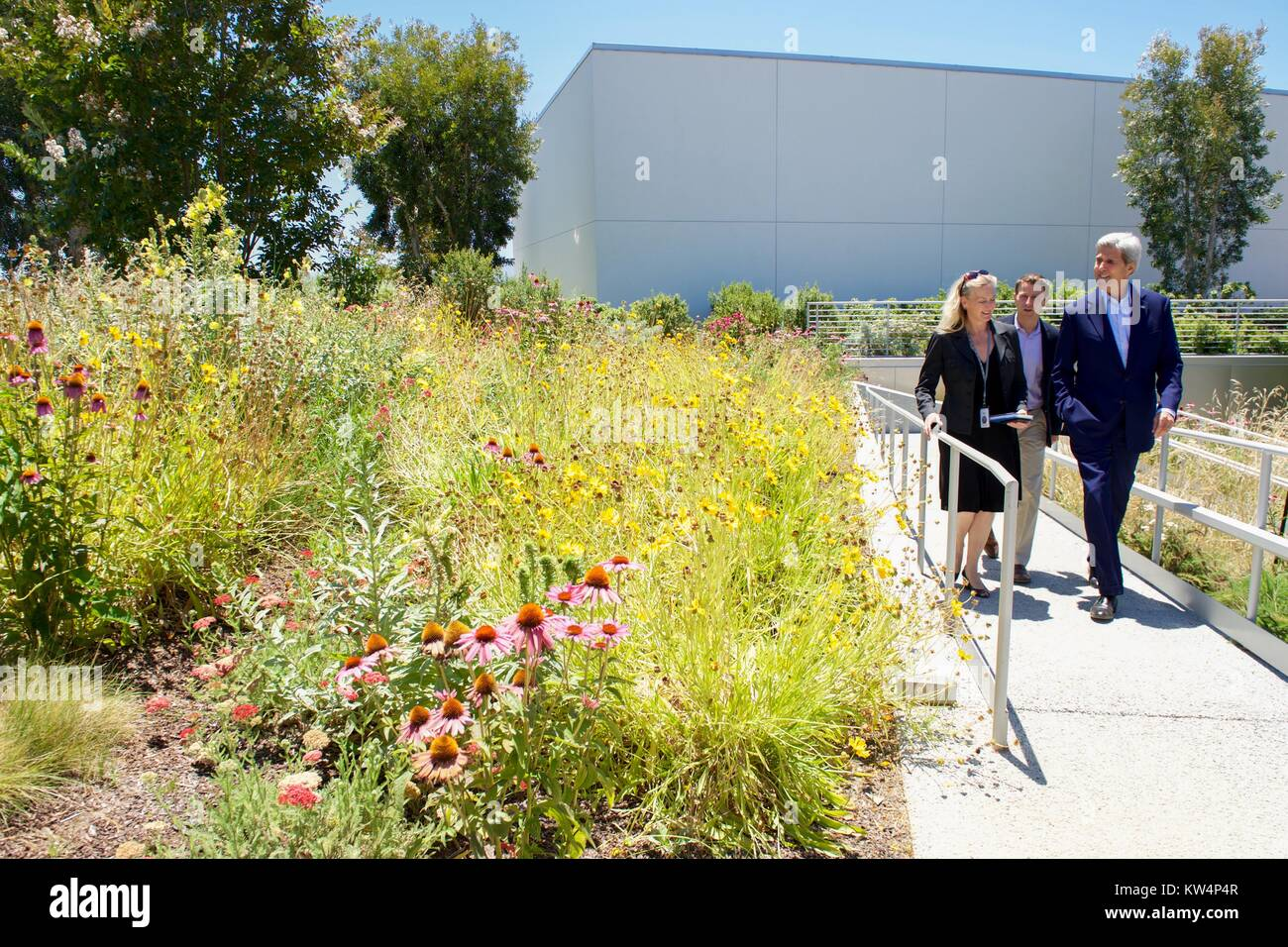 US Secretary of State John Kerry viewing the Facebook rooftop garden with Facebook employees Brenda Tierney and - Stock Image