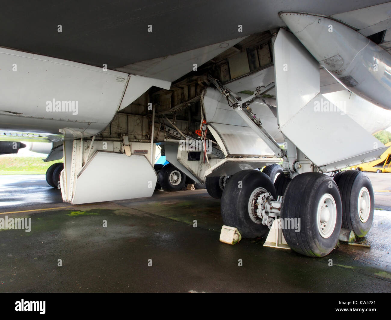 main landing gear stock photos main landing gear stock images rh alamy com CRJ-700 Landing Gear B 747 Main Landing Gear Doors