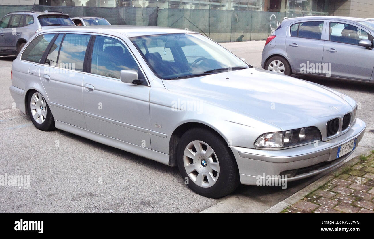 Bmw 5 Series E39 Touring Stock Photo Alamy