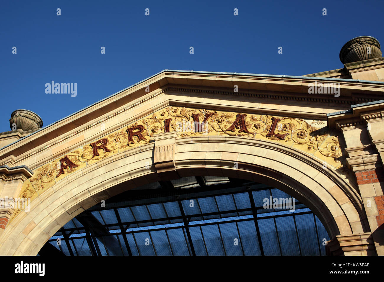 An elaborate archway at the entrance to the late-Victorian London Road railway station, Leicester. - Stock Image