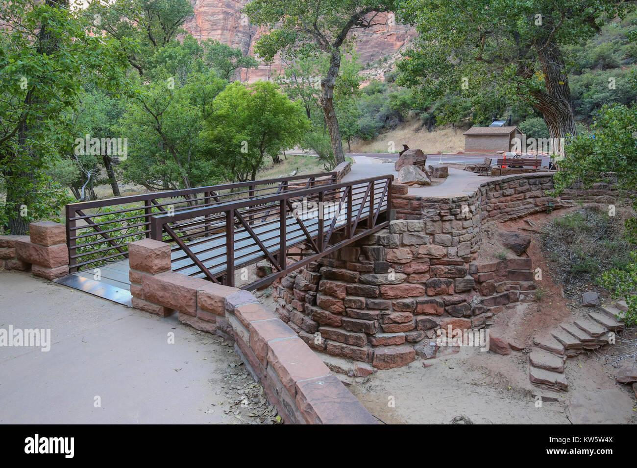 Footbridge at Weeping Rock Trailhead Zion National Park - Stock Image
